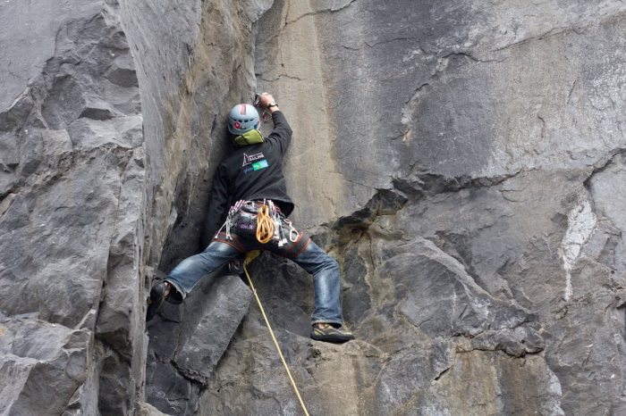 Trad climbing, Placing gear